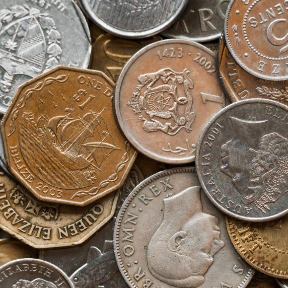 Dlaczego metale szlachetne zostały zastąpione przez papierowe i plastikowe pieniądze?