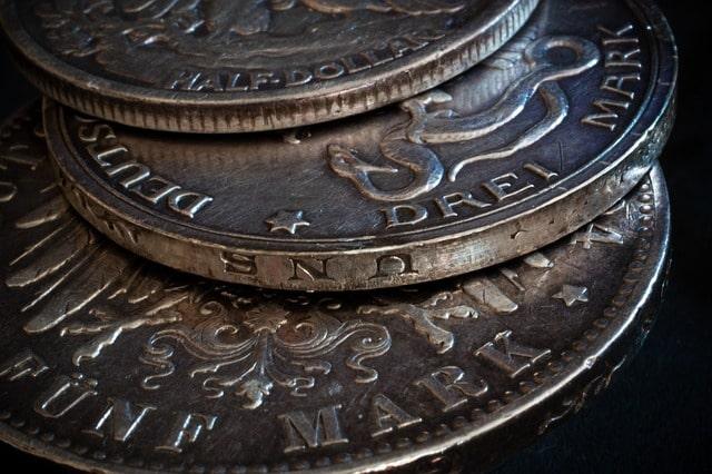 Jak przechowywać monety bulionowe? Czy czernienie srebra ma wpływ na jego wartość?
