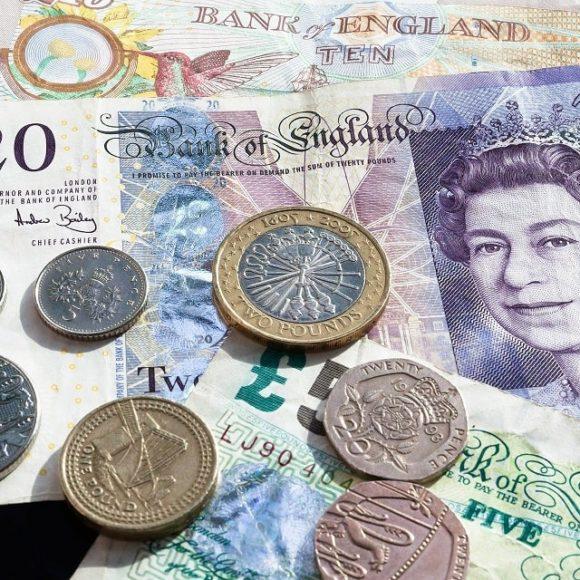 Jak rozpoznać podrobione banknoty – Funty